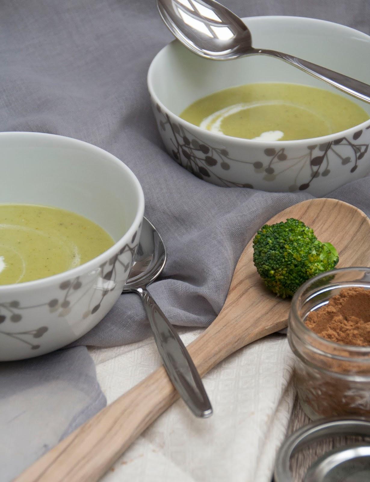 ninamanie brokkoli cr me suppe als vorspeise oder zum. Black Bedroom Furniture Sets. Home Design Ideas