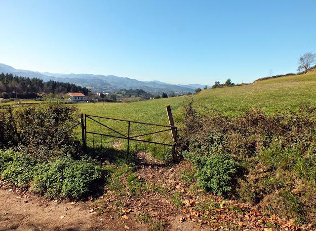 Hermoso paisaje del Monte Naranco en Oviedo