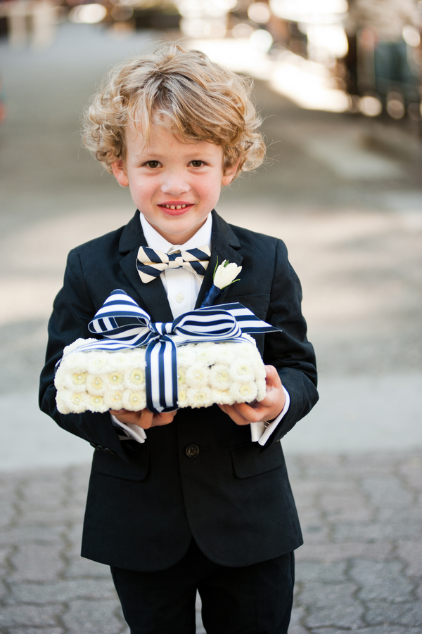 blue+white+navy+modern+simple+simplistic+classic+traditional+american+wedding+bride+groom+theme+silver+grey+gray+flower+girl+ring+bearer+nautical+sea+ocean+beach+bride+groom+bridesmaids+centerpieces+carmen+salazar+photography+5 - Navy & Gold