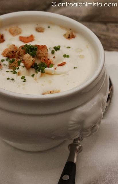 Alm-Graukäse Cremesuppe mit Knoblauch Croutons - Vellutata di Graukäse con Crostini all'Aglio