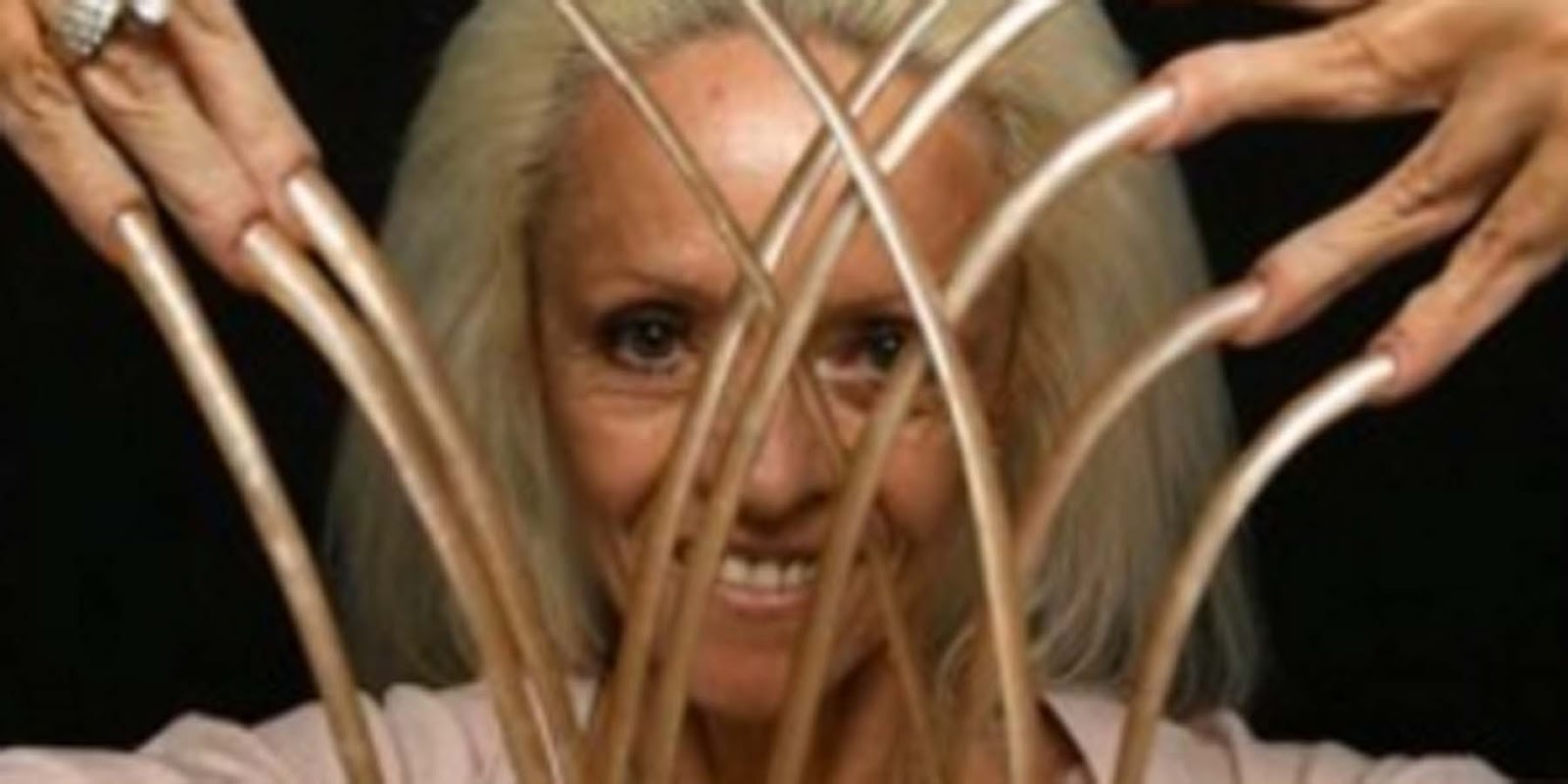American woman used to have the longest fingernails in the world ...
