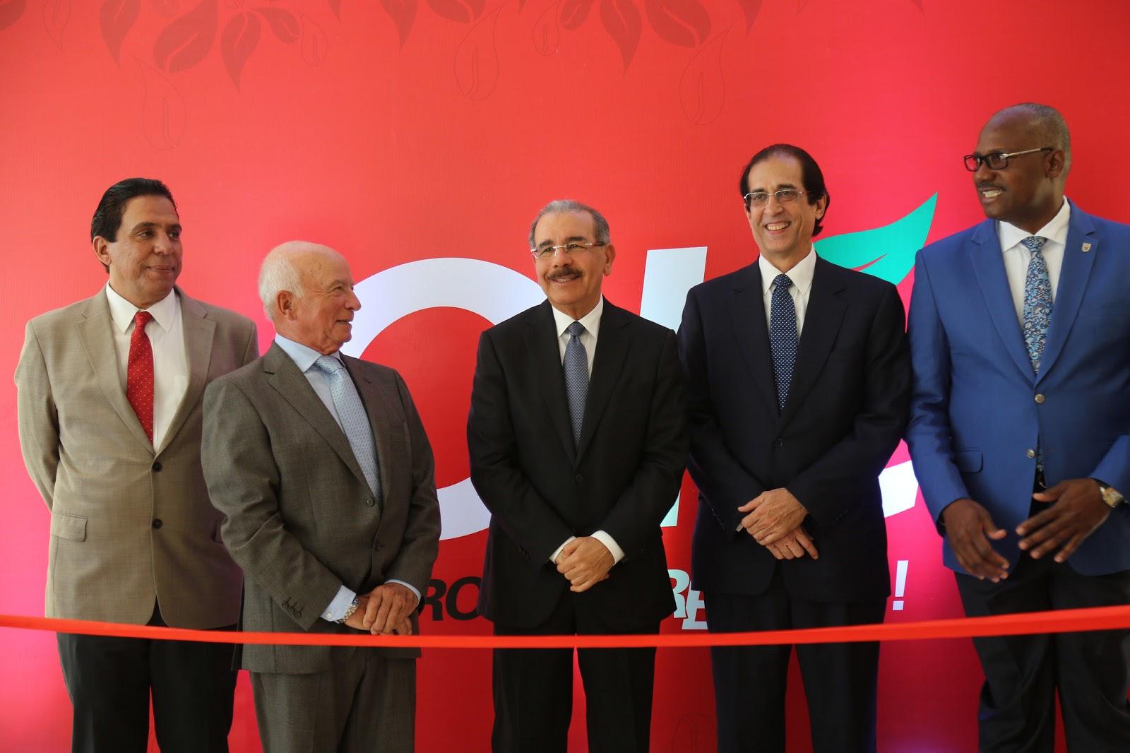 Ciudad Juan Bosch: Danilo asiste a inauguración Hipermercados Olé y verifica avances del proyecto