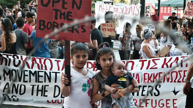 Hundreds of Greek activists protest against refugee squats evacuation