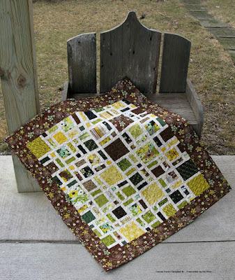 Mini Scattered quilt in Origin prints