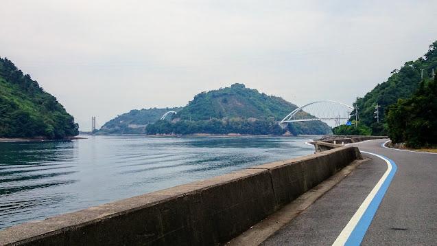 前日、しまなみ海道を通って尾道から今治に来て一泊。今治からフェリーで岡村島に渡りとびしま海道で呉まで走るサイクリングコース