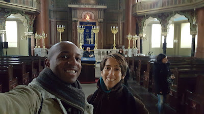 Touring the Sofia Synagogue