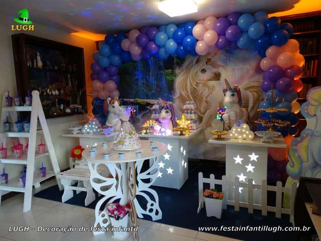 Decoração mesa de aniversário provençal simples tema Unicórnio para festa teen