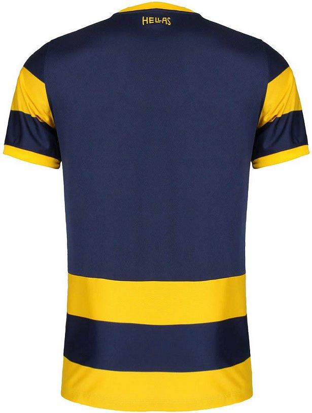 O modelo titular possui largas faixas horizontais em amarelo e azul  marinho. A camisa reserva é predominantemente amarela com detalhes ... 1be7782e41645