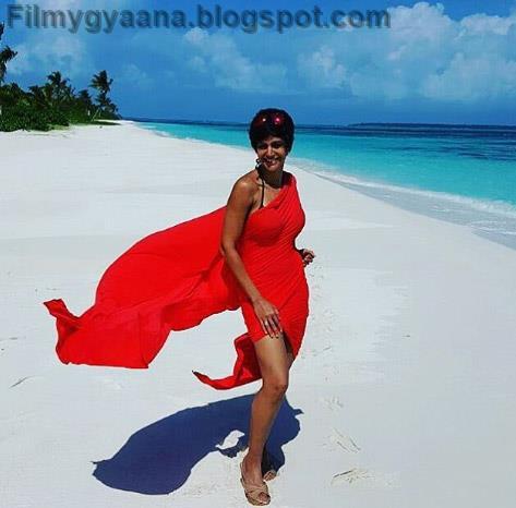 mandira bedi hot red bikini saree picture