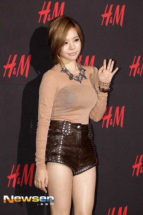 Girls Generation S Sunny And Hyoyeon Display See Through
