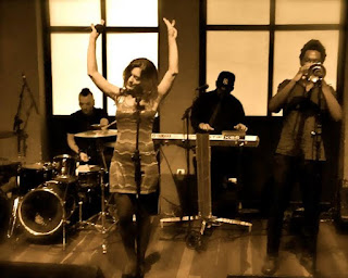 Banda Som Noir agita Happy Hour da Jazz In' Champanheria
