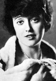 A TRIP DOWN MEMORY LANE | Lillian gish, Woman reading