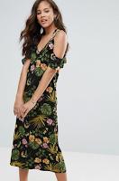 http://www.asos.fr/vero-moda-tall/vero-moda-tall-robe-mi-longue-a-epaules-nues-et-a-fleurs/prd/7982187?clr=noir&SearchQuery=robe+longue+fleuri&pgesize=36&pge=2&totalstyles=1303&gridsize=3&gridrow=5&gridcolumn=1