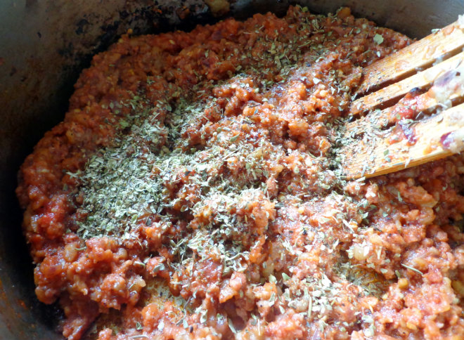 Stuffed baked eggplant with sausage and mozzarella by Laka kuharica: Add the tomato puree and spices
