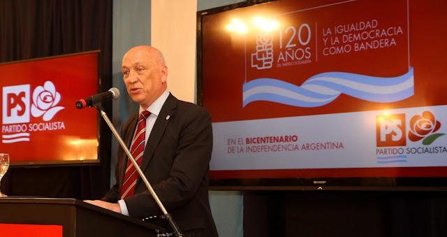 Antonio Bonfatti es el nuevo presidente del Partido Socialista (PS)