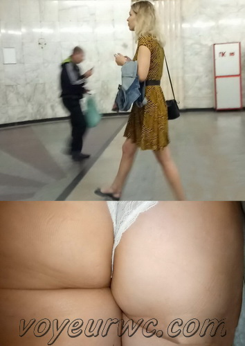 Upskirts 3686-3705 (Secretly taking an upskirt video of beautiful women on escalator)