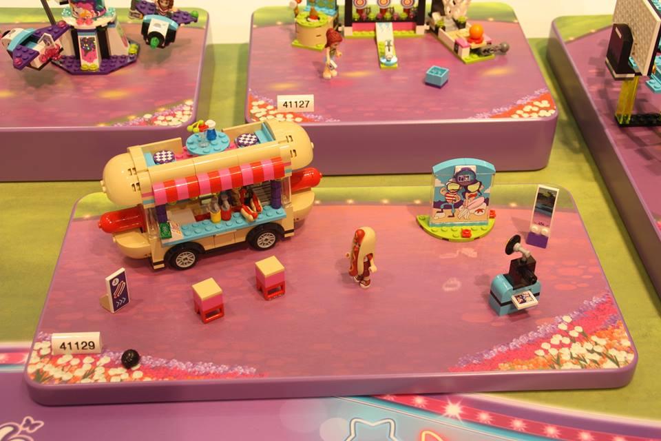 http://4.bp.blogspot.com/-56ET2gp8EXo/VqkeKGCm_9I/AAAAAAAAE18/Cx5Rj_WS2dQ/s1600/Amusement-Park-Hot-Dog-Stand-41129.jpg