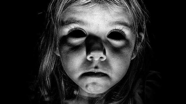 penampakan hantu bermata hitam di inggris