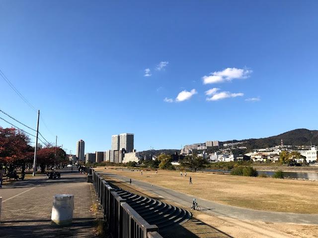 イメージ画像:河川敷の公園
