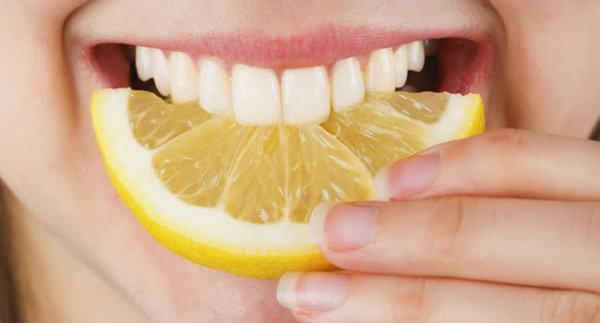 Cara Memutihkan Gigi dengan Jeruk Nipis Campur Garam dan Baking Soda
