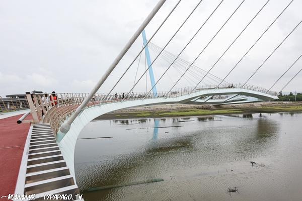 高美濕地雙斜張景觀橋