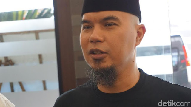 Hadapi Persidangan, Ahmad Dhani Produksi Kaos, Tapi Isi Tulisannya yang Bikin Gak Nyangka