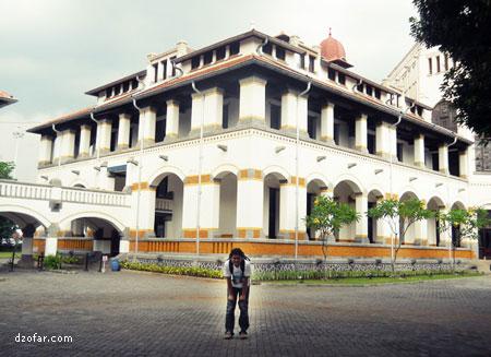 Foto di depan museum Lawang Sewu