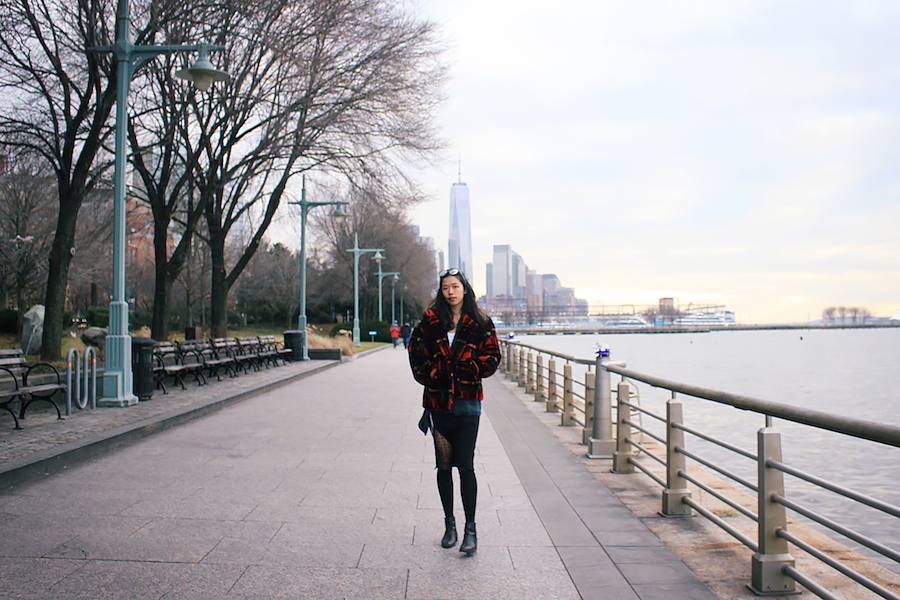Outfit full body chelsea plaid red oversize NYC manhattan winter