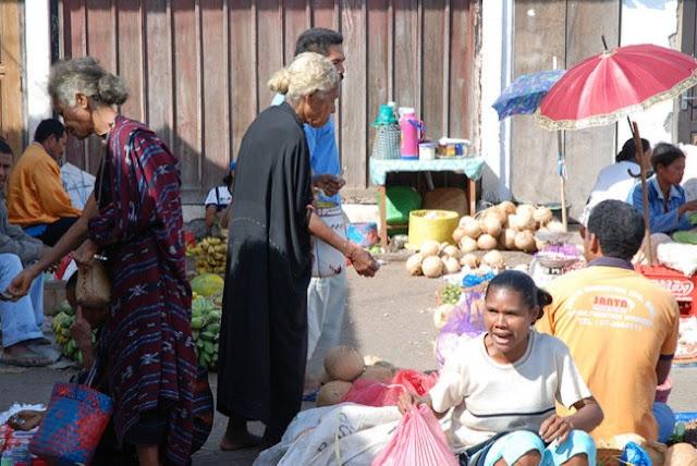 Aktivitas Jual Beli Di Pasar Ruteng, Manggarai, Flores