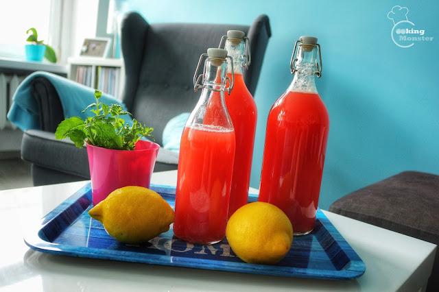 Lemoniada rabarbarowo-cytrusowa z syropem różanym