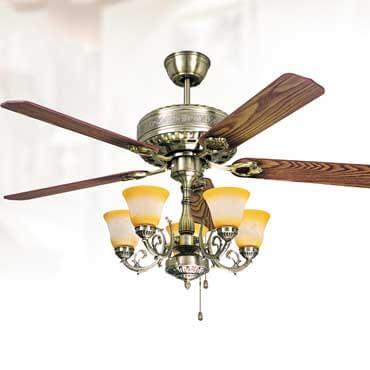 Chiêm ngưỡng những mẫu đèn quạt trần gỗ có đèn chùm sang trọng kiểu mới