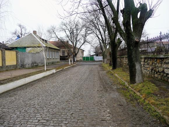 Білгород-Дністровський. Вул. Кутузова і огорожа Вірменської церкви