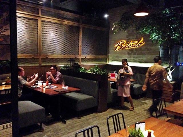 interior kawasan kuliner di Pantai Indah Kapuk