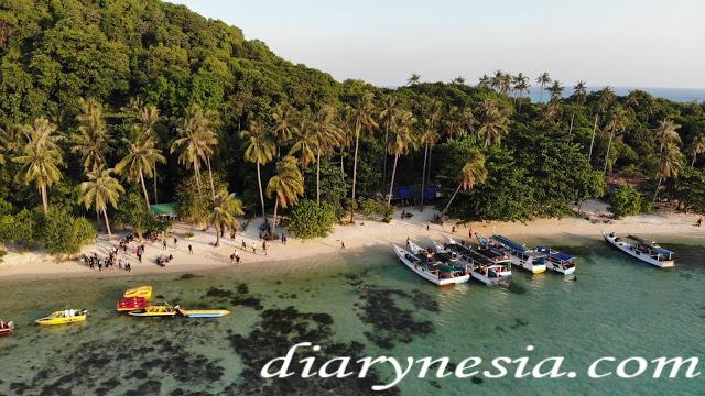 tanjung gelam beach karimun jawa, best place to visit ini central java, things to do in karimun jawa, diarynesia