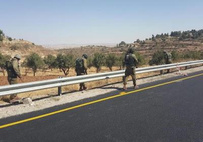 Las Fuerzas de Defensa de Israel (FDI) realizaron hoy un cierre general en los pasos a Hebron, en un esfuerzo por interrumpir una serie de ataques terroristas mortales contra israelíes en las últimas 48 horas. Sólo se les permite salir de la ciudad y sus suburbios durante la duración del cierre a los viajeros humanitarios.