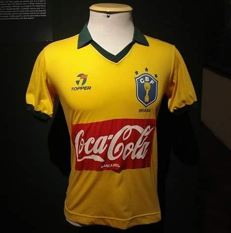 72f46a0cf1 O dia em que o Brasil jogou com patrocínio em sua camisa - Show de ...