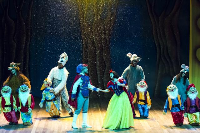 Espetáculo Branca de Neve no Teatro Experimental Roberto Costa
