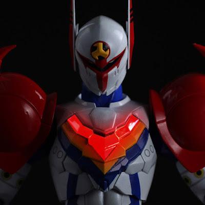 La Sentinel ci propone Tekkaman nella sua linea Heroes Fightingear ver Infini-T Force