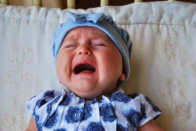 Baby weint traurig
