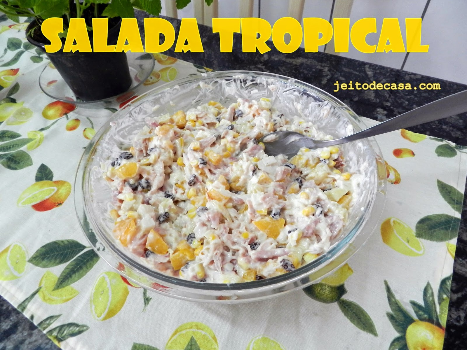 receita e ingredientes da salada tropical agridoce