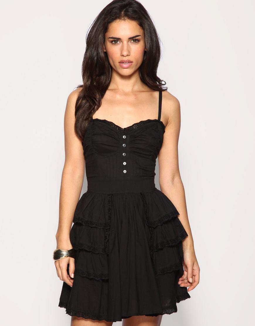 Women Fashion Trend: Girls Short Summer Dresses