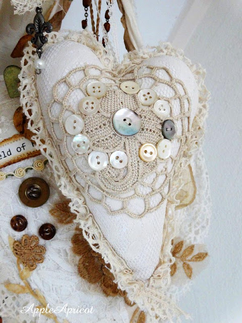 fabric and lace heart by Lavendel en Oud Kant. Photo credit: AppleApricot
