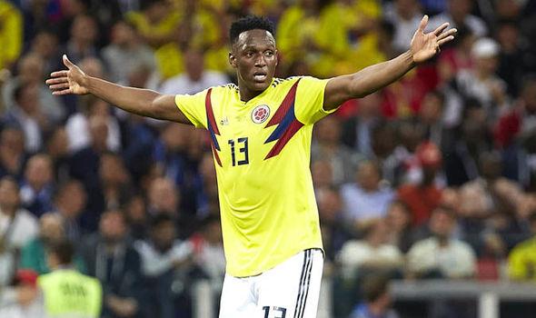 Gặp khó vụ Maguire, Mourinho nhắm người hùng Colombia