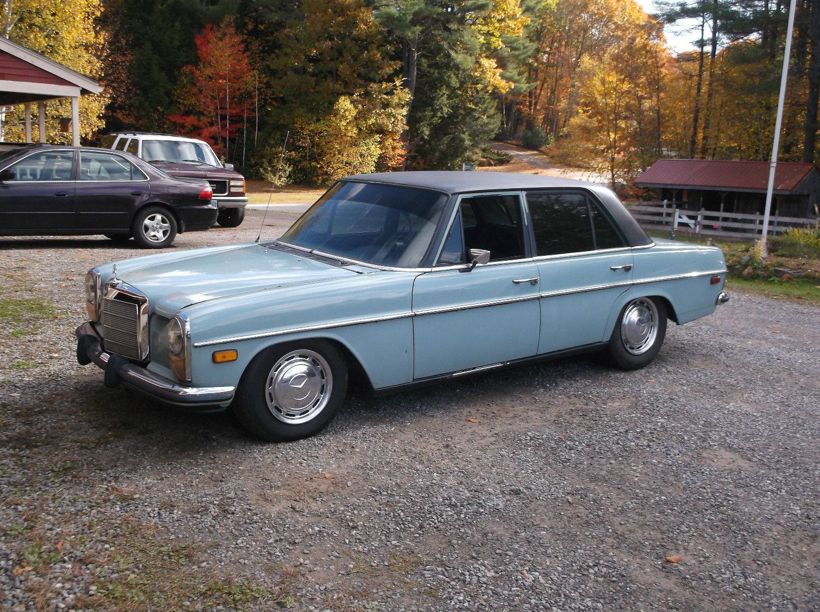 Daily turismo auction watch 1972 mercedes benz 220 v8 for Mercedes benz belmont