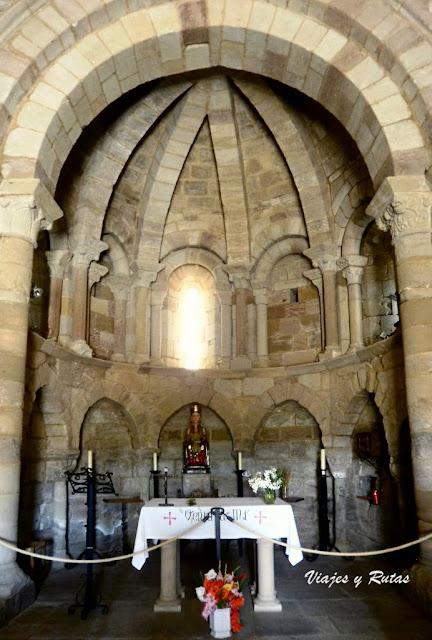 Interior de Santa María de Eunate