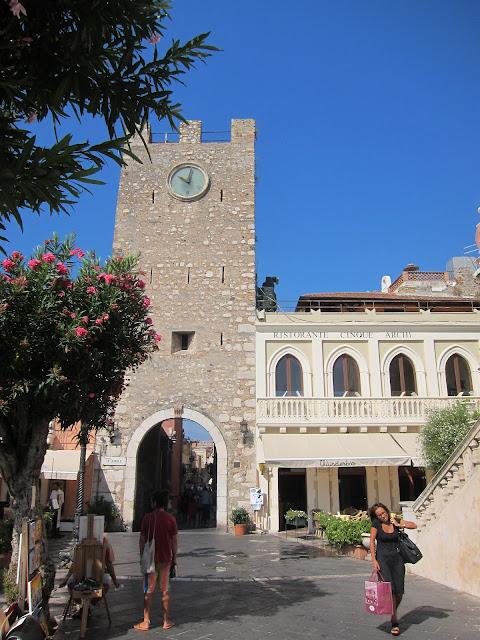Klocktornet på Piazza IX Aprile