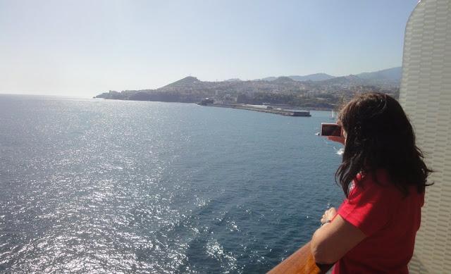 Blick vom Schiff zurück auf den Hafen von Funchal