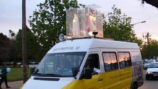 Según documentos oficiales a los que tuvo acceso Infobae, tres hombres están autorizados a manejar la combi que traslada la imagen de la virgen de Fátima por todo el país y Uruguay. Uno de ellos es el gendarme Mauro Andrés Combet, de 31 años.