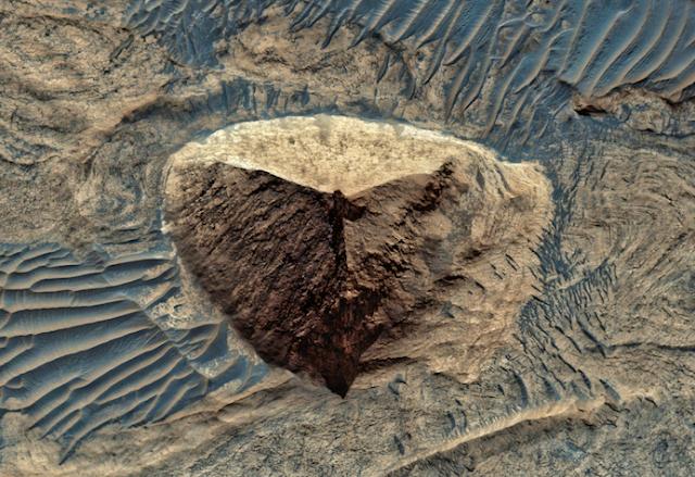 Giant Ancient Pyramid Found On Mars In HD Photo Eagle%252C%2Bnebula%252C%2Bfigure%252C%2Bgod%252C%2Bgodly%252C%2Bfairy%252C%2Baliens%252C%2Balien%252C%2BET%252C%2Bplanet%2Bx%252C%2Bpyramid%252C%2BMars%252C%2Bsecret%252C%2Bwtf%252C%2BUFO%252C%2Bsighting%252C%2Bevidence%252C%2B3%2Bcopy1