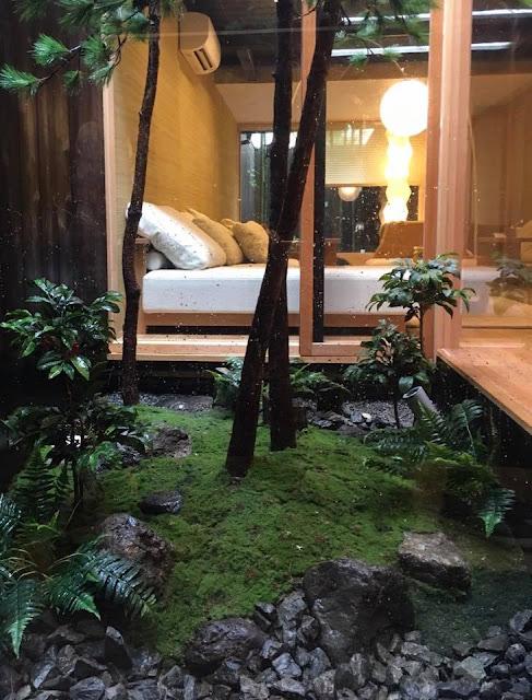 京都町家ゲストハウスの坪庭